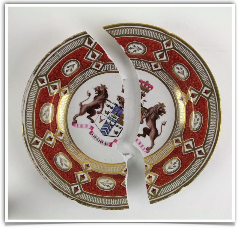 Chamberlain Worcester porcelain dish with center armorial crests. Ceramic Restoration.