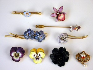 Enamel on Gold. Lot of Brooches