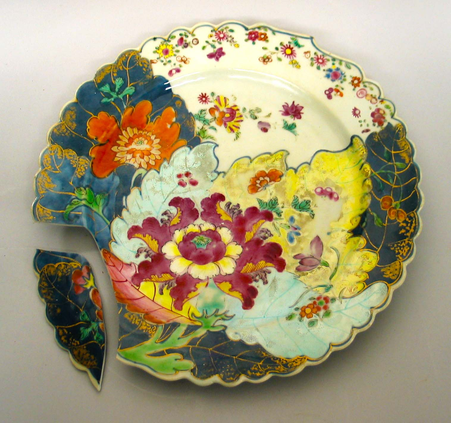 "A Chinese export ""Tobacco Leaf"" porcelain platter, circa 1775"